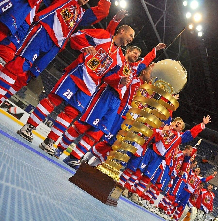 Radost s pohárem na modrej 2011 - archiv Jersey53